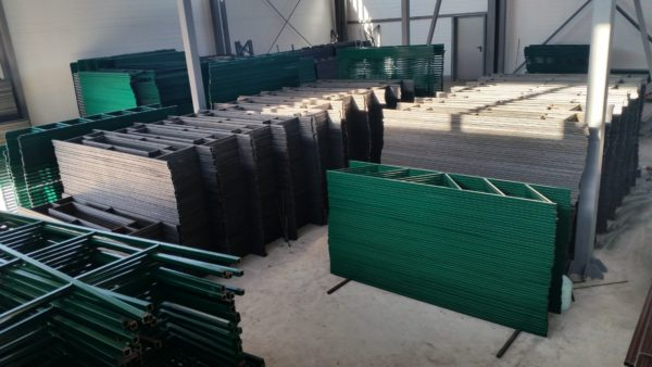 Металлические газонные ограждения обеспечат эффективное зонирование участка в СПБ от 150 рублей за 1 погонный метр.